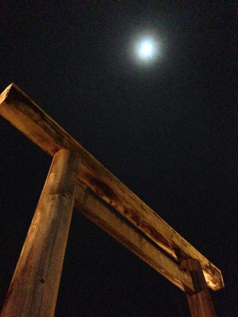鳥居と満月 | Acca's Website
