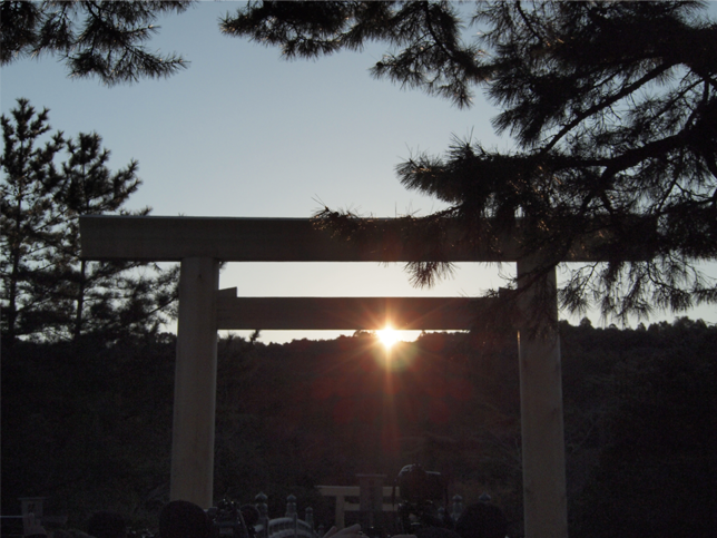 宇治橋越しの朝日