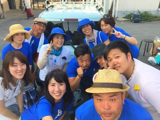 スタッフ記念撮影 | 青空バル+クラフト チャリティします!| Acca's Website